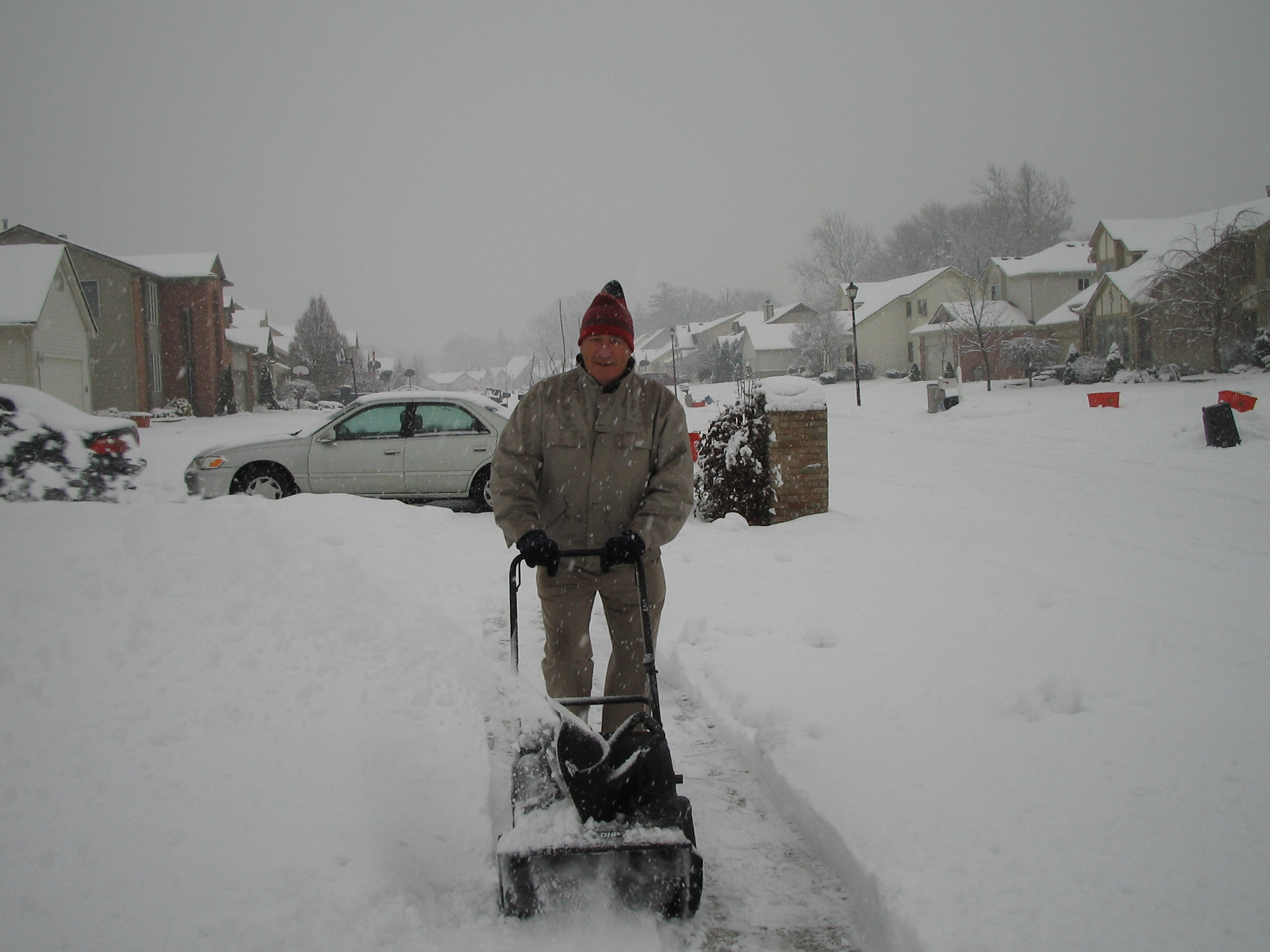 2005-12-15.snow_thrower.arthur.1.livonia.mi.us