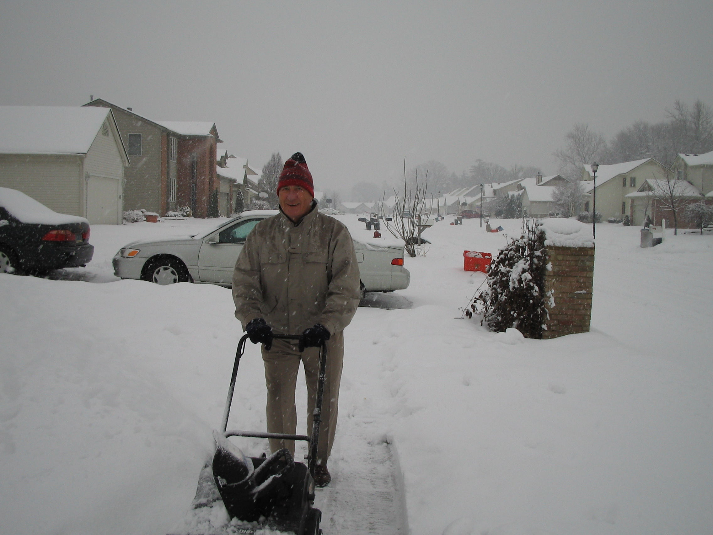 2005-12-15.snow_thrower.arthur.2.livonia.mi.us
