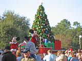 2007-12-23.parade.02.nessa-seren-snyder.magic_kingdom.disney.orlando.fl.us.jpg