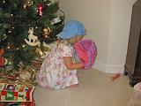 2007-12-25.christmas.playing.ball.01.seren-snyder.venice.fl.us.jpg