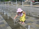 2007-07-07.splash_fountain.02.seren-snyder.detroit_river_walk.mi.us.jpg