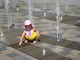 2007-07-07.splash_fountain.04.seren-snyder.detroit_river_walk.mi.us.jpg