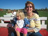 2007-10-09.farm.hay_ride.04.seren-snyder-nessa.plymouth.mi.us.jpg