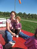 2007-10-09.farm.hay_ride.47.tawny-sadie.plymouth.mi.us.jpg