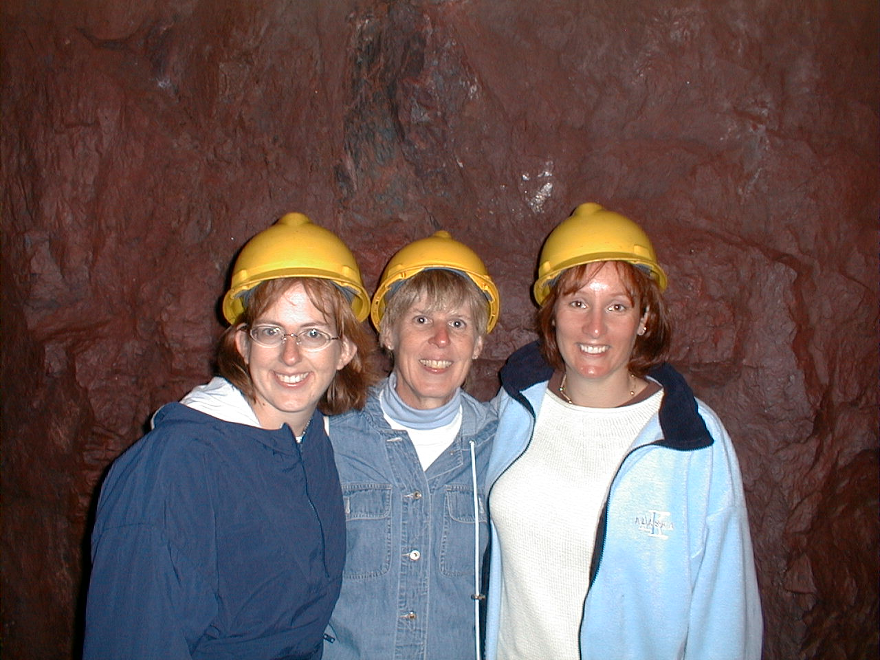 2001-07-00.level_27.nancy-sandy-snyder-nessa.1.soudan_mine.tower.mn.us