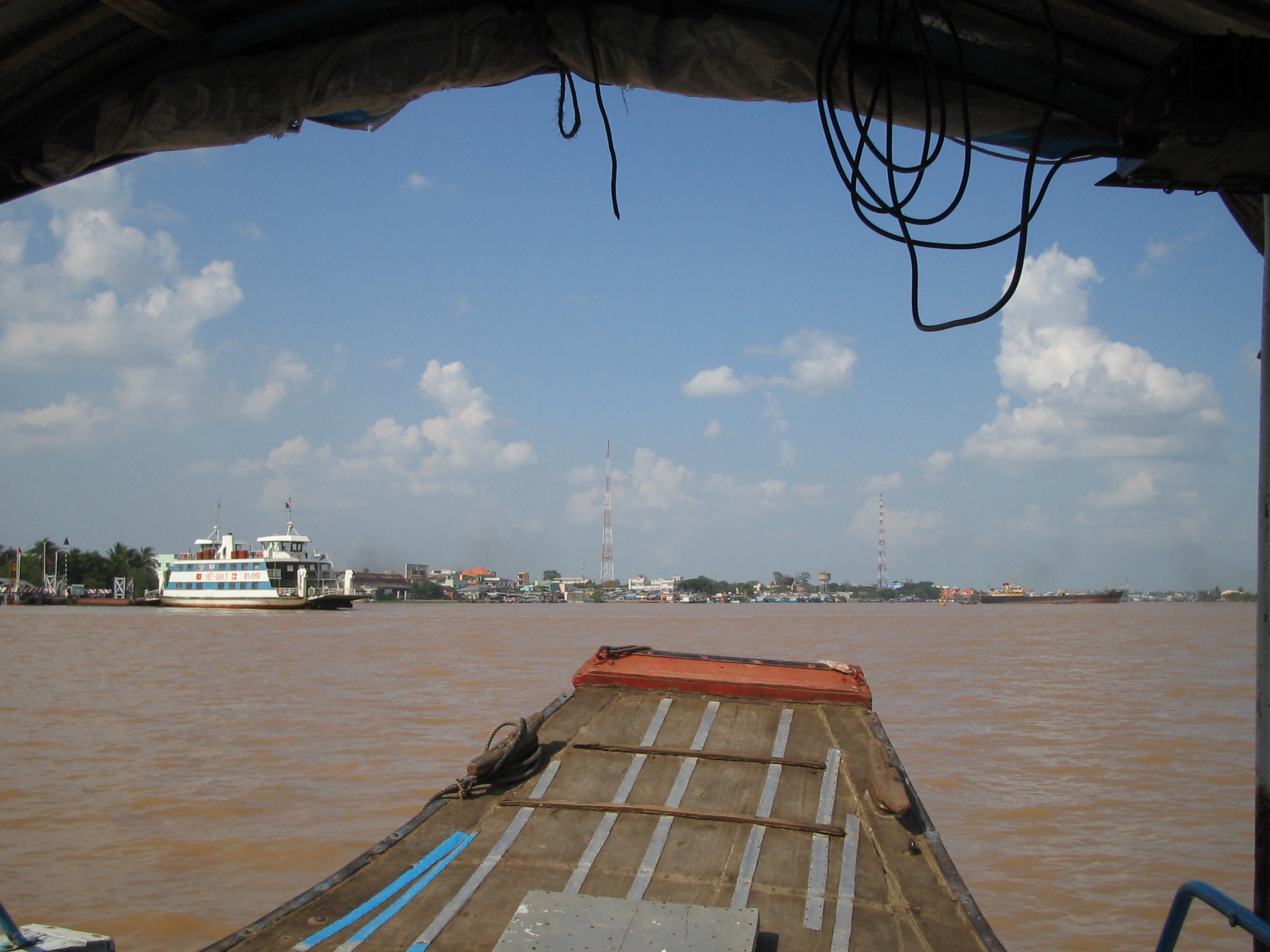 2004-07-05.mekong_delta.ferry_dock.2.my_tho.vn