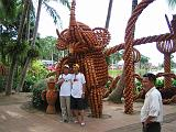 2004-07-10.tropical_gardens.pottery_figures.3.nong_nooch.th.jpg