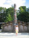 2004-07-15.anthropology_museum.house.totem_pole.small.nessa-snyder.2.vancouver.ca.jpg